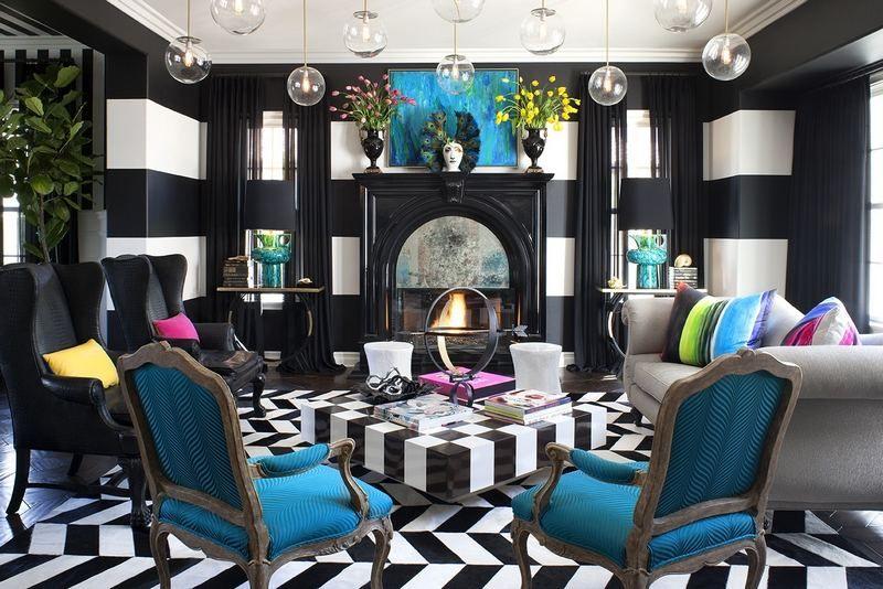 salon blanc et noir magnifique décoré de fauteuils et coussins