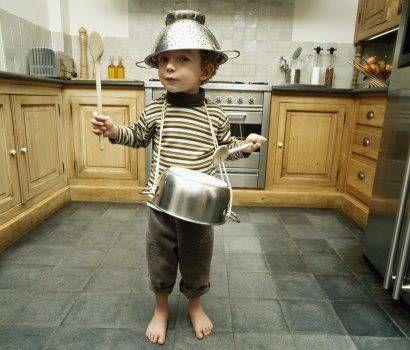 É legal deixar ele batucar e ser feliz, mas ele ficaria melhor com instrumentos de verdade não é? http://bit.ly/PTUOHH