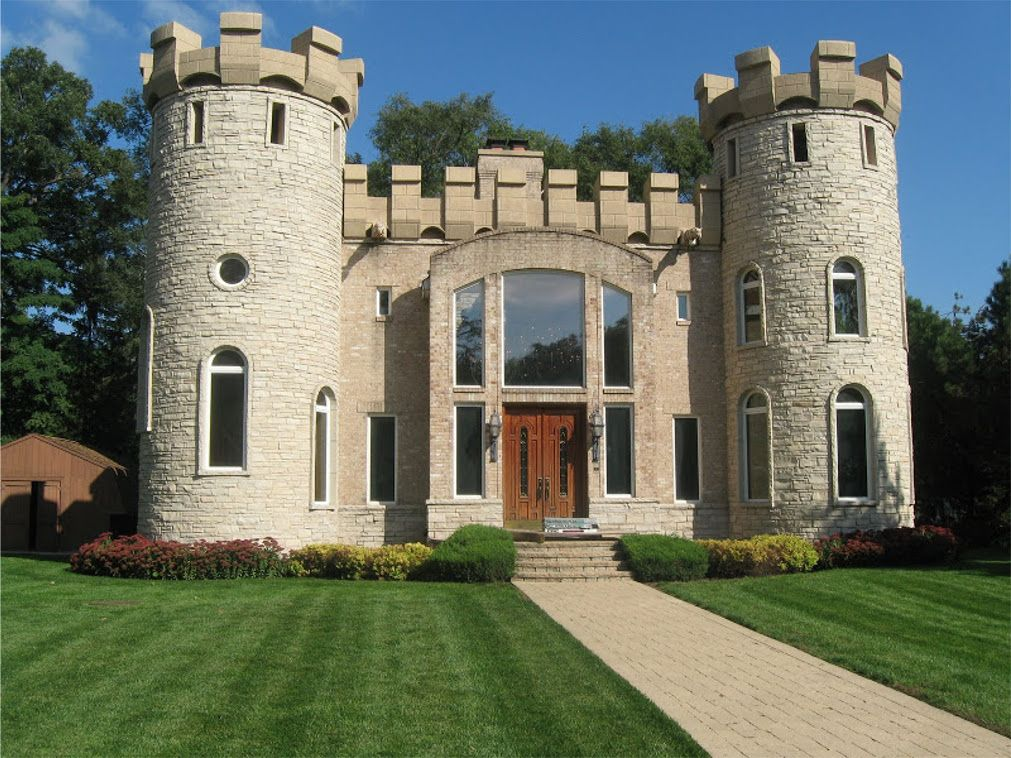 This Modern Castle House Design Looks Pretty Cool Actually