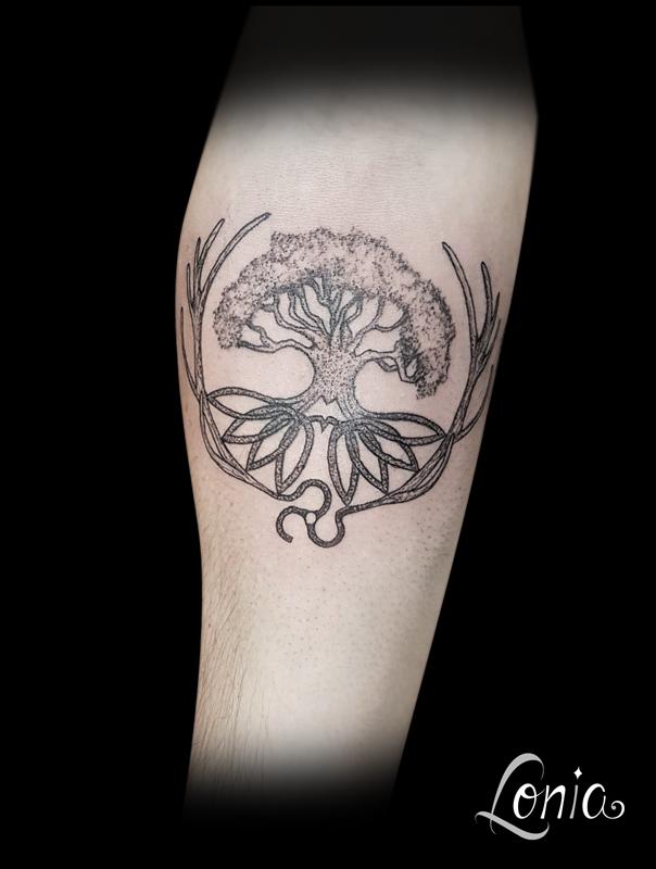 tatouage lonia tattoo arbre de vie celte bois de cerf. Black Bedroom Furniture Sets. Home Design Ideas