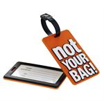 Disse to bagasjelappene sørger for at folk garantert ikke forveksler din koffert med sin. På innsiden av lappen skriver man navn og adresse. De kommer i fire farger; grønn, rød, lilla eller orange.