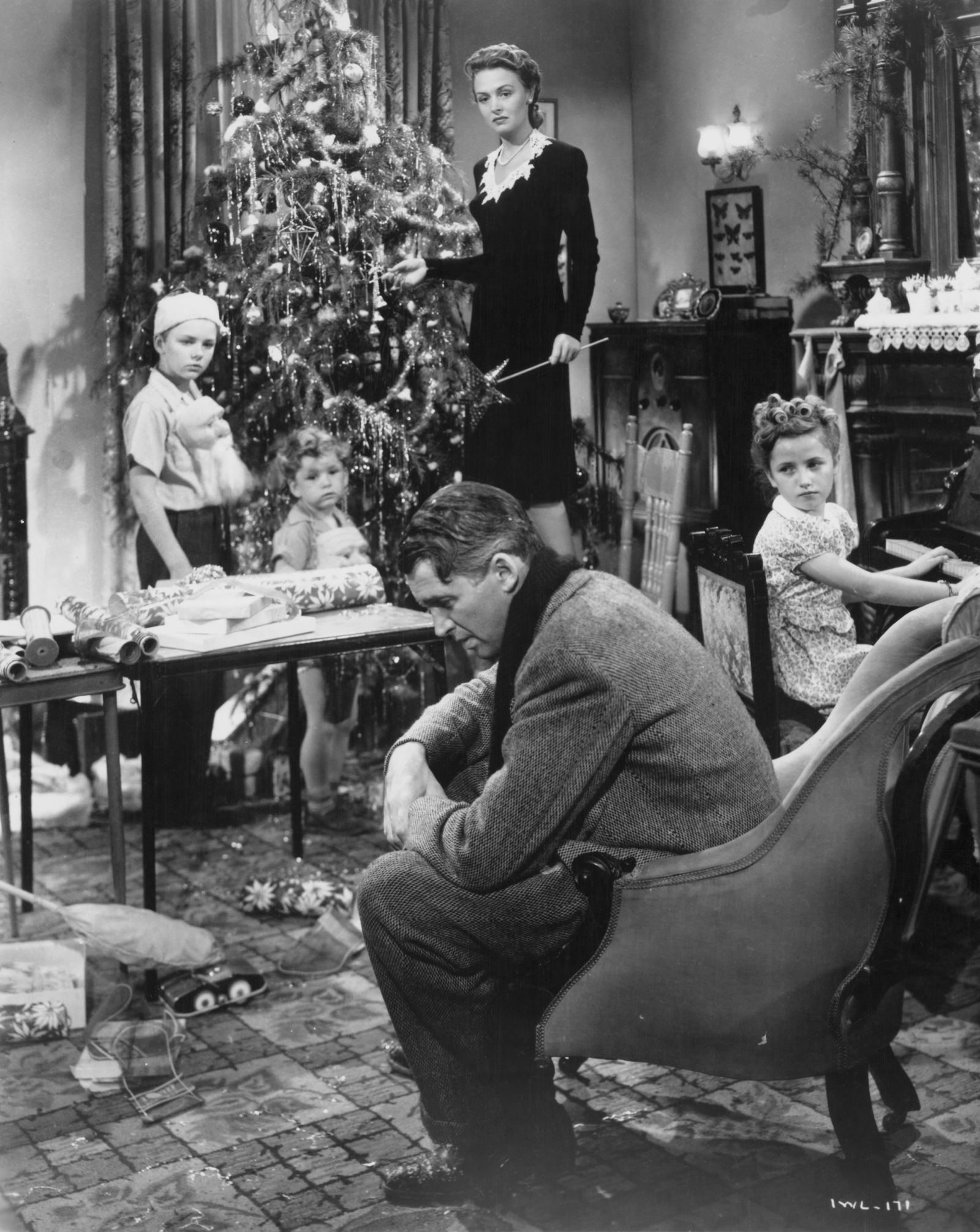The Real Life Tragedy And Triumph Of Zuzu Bailey From It S A Wonderful Life Classic Christmas Movies Wonderful Life Movie Christmas Movies