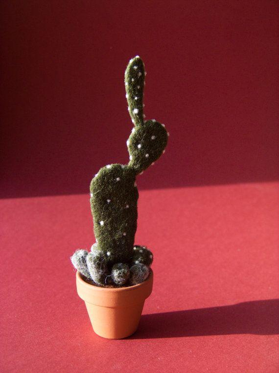 Needle Felted Cactus Felt Pincushion von felttess auf Etsy, $24.00