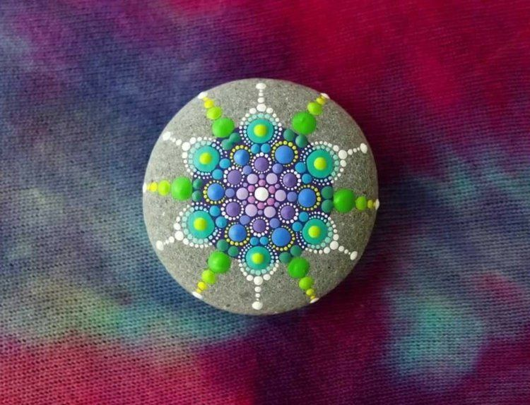 Galets D Coratifs Peints La Main En 52 Id Es Formidables Mandala Stone And Rock Painting