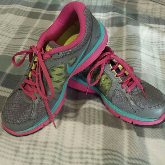 Nike Dual Fusion Run Sneakers Size 7.5 WOMANS Grey, Pink, and Teal blue Nike