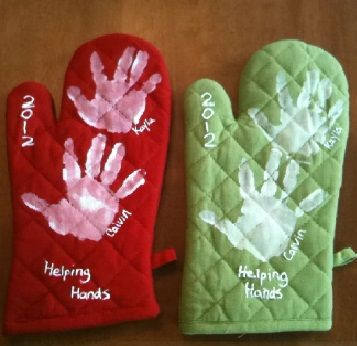 Regalos dia de la madre manualidades manoplasg 357346 dia de helping hands handprints on oven mitts christmas craft solutioingenieria Choice Image