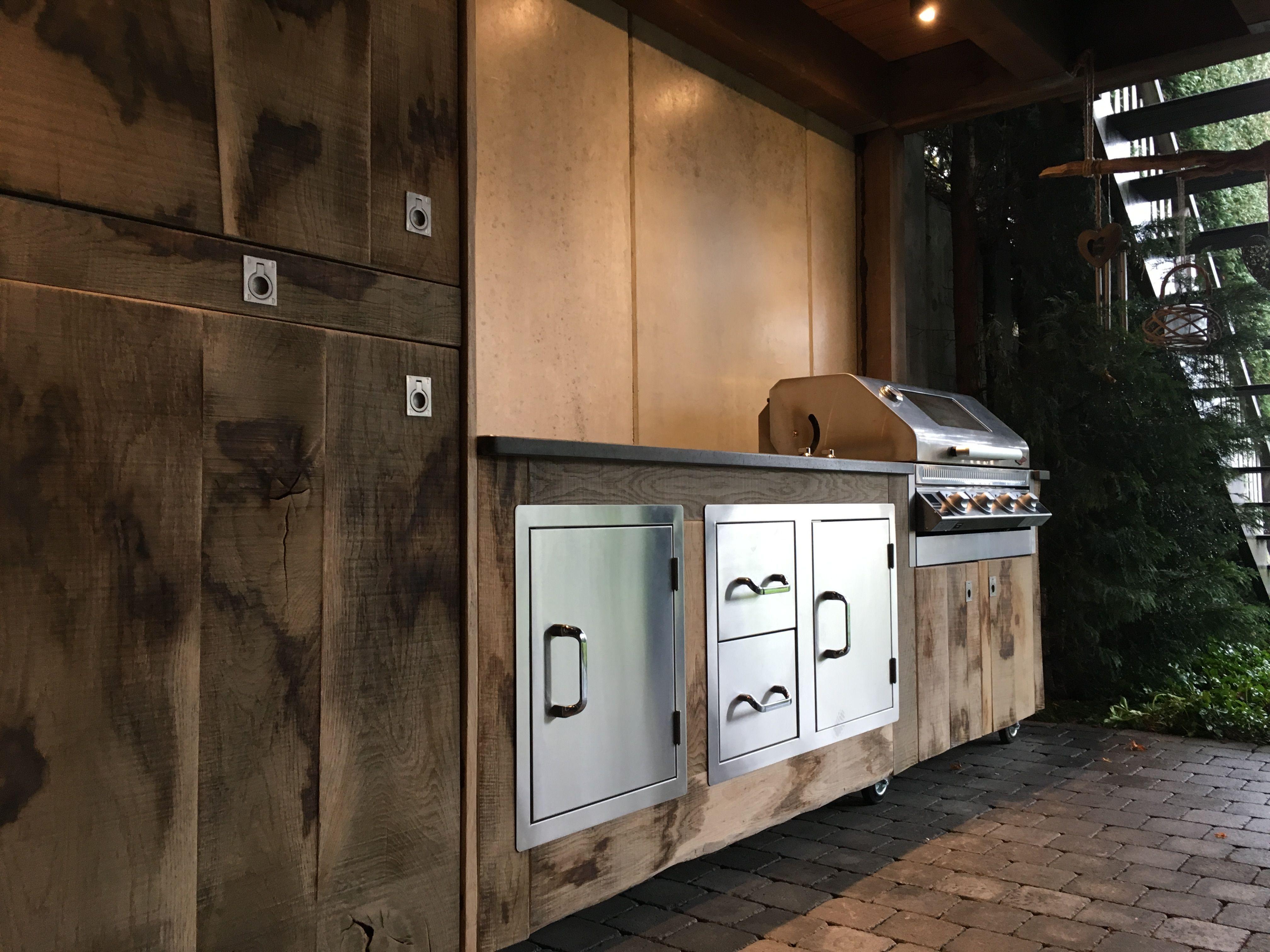 Outdoorküche Mit Kühlschrank Günstig : Rustikales und komplett individuelles outdoorküchen design aus holz