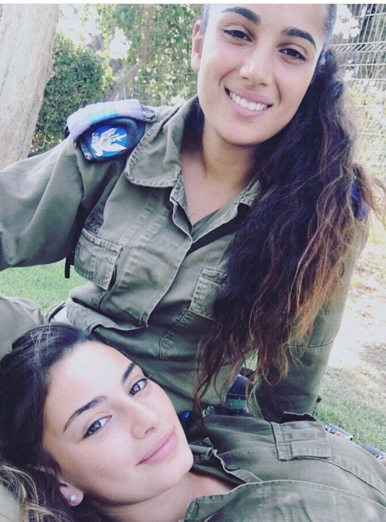 Lesbisk israelske hær Piger - Nude Billeder-1822