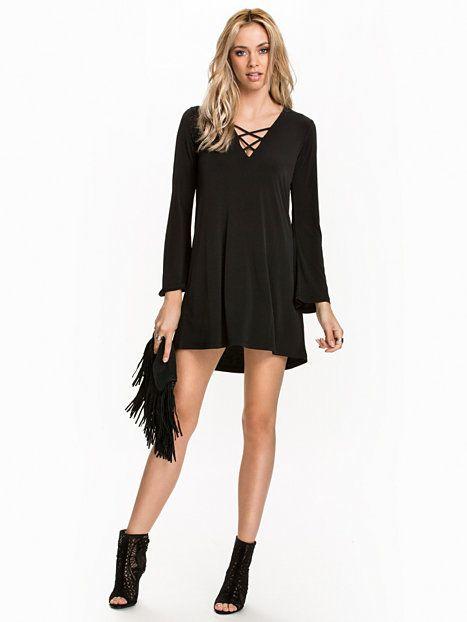 13547c45c8af Shoppa Inbetween Dress - Online Hos Nelly.com | Fashion | Trender ...