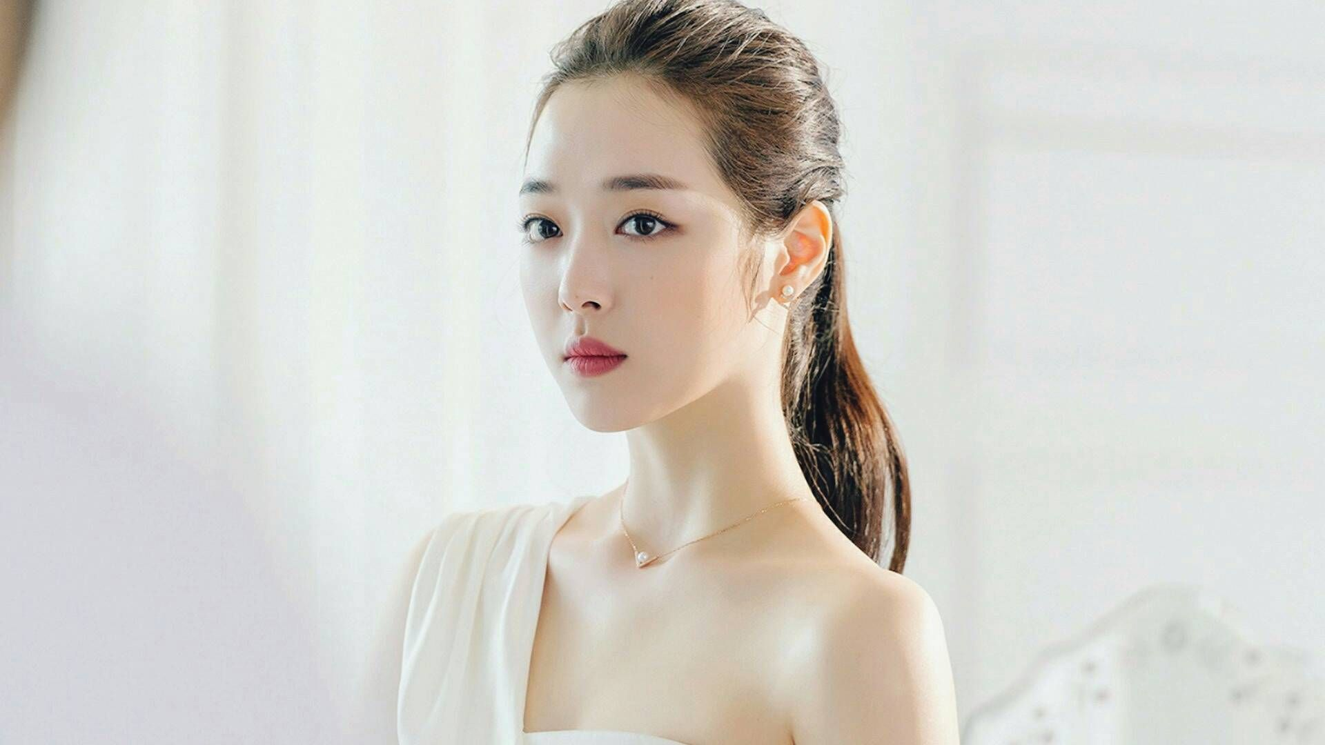 Sulli Has Just Updated Her Instagram Account After Reports Of Her Receiving Treatment For An Injury At The Hospital Were Releas Sulli Documentaries Korean Idol