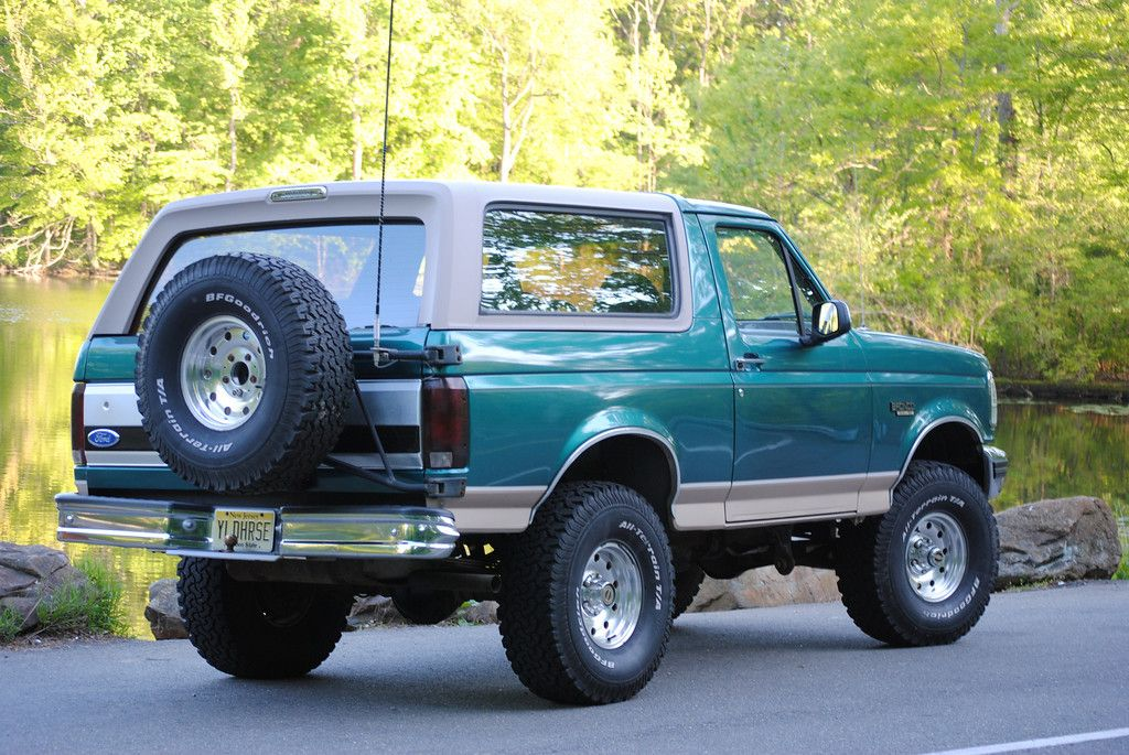 Ford Bronco Vs Chevy K 5 Blazer Ford Bronco Ford Suv Bronco