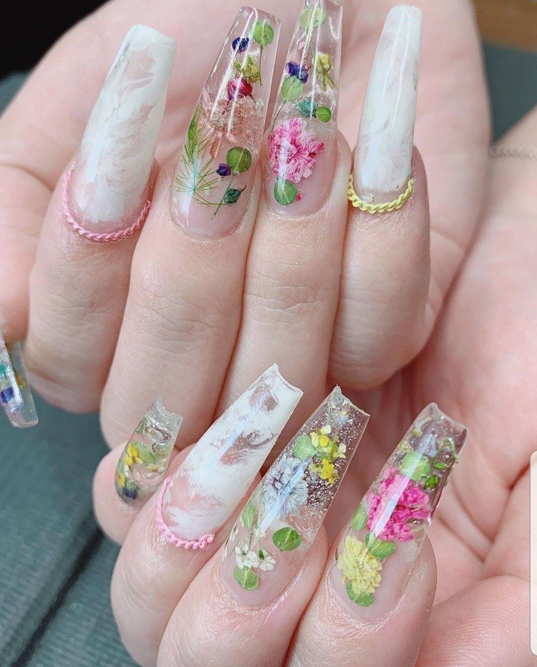 Classy nails, flower nails, elegant nails, girly, dainty