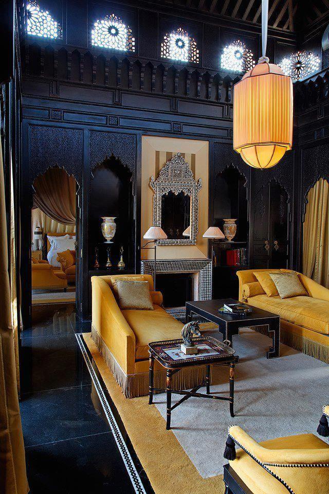 Nice reminder that dark dark walls can still work - Nice decoration for living room ...
