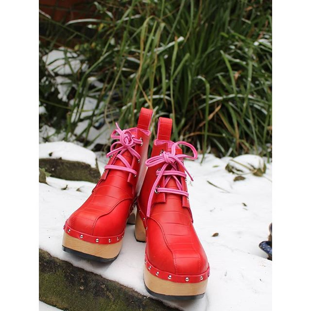 Day 5 @joannehawker #marchmeetthemaker Photography - I enjoy posing my clogs in unusual settings showing the seasons in the garden (like this pic in the snow the other day) and always take samples on holiday to photograph in different scenery. I use a combination of a cannon EOS 100D which is really small and compact for an slr and my phone a nexus 6p. #photography #marchmeetthemaker2018 #clogs #designermaker #footwear #MeettheMakers #cheltenham @craftfestival
