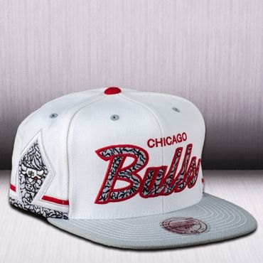 84097db99f6f6 Mitchell   Ness NBA Chicago Bulls Katrina 3 Snapback Cap ...