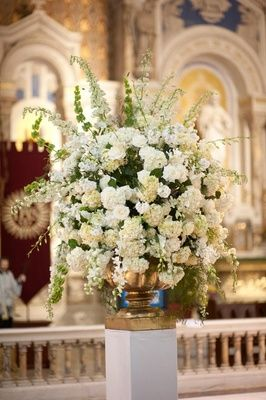 How To Make An Interesting Art Piece Using Tree Branches Ehow Church Wedding Decorations Church Wedding Flowers Altar Flowers