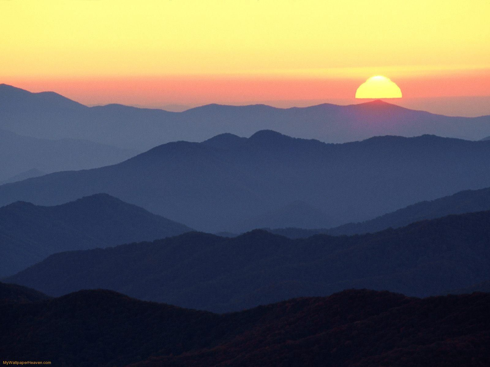 Great Smoky Mountains At Sunset Tennessee Wallpaper Mountain Mural Mountain Silhouette Mountain Paintings