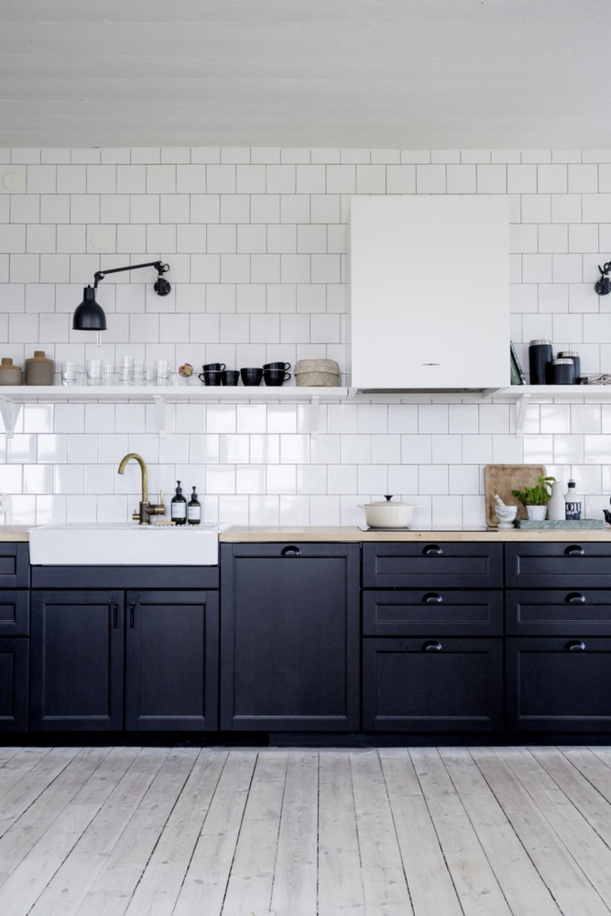 Black And White Summerhouse Kitchen  Via Coco Lapine Design Blog Adorable Kitchen Design Blog Decorating Inspiration