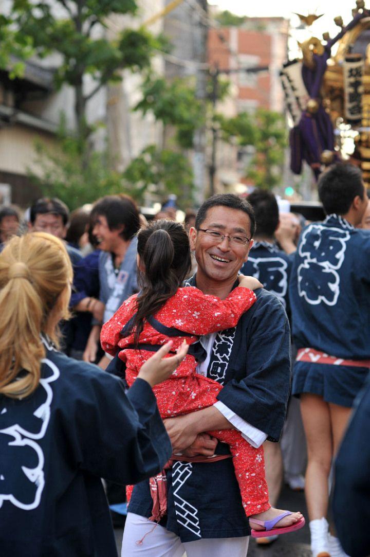Dad and daughter, Onoterusaki Jinja Matsuri