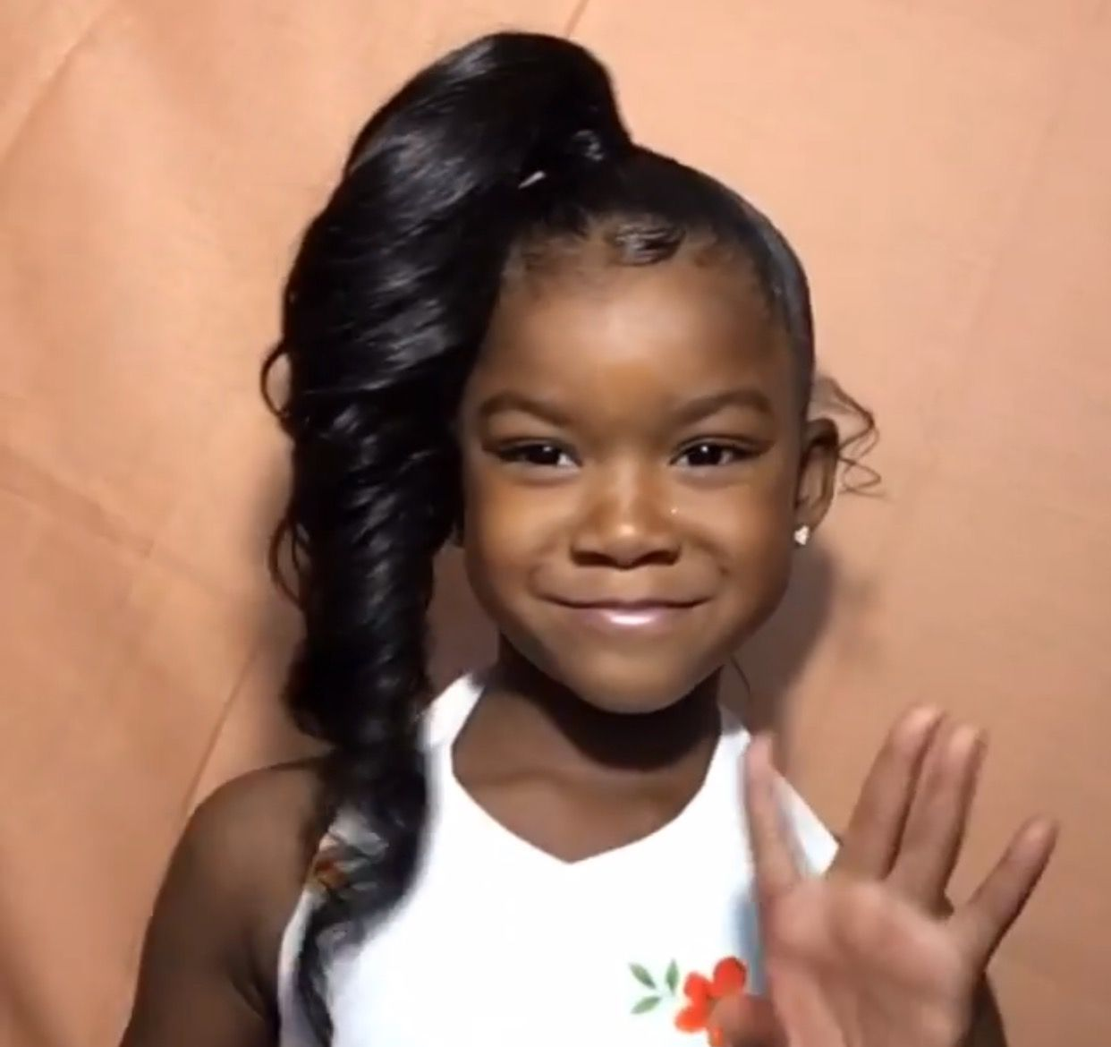 Graduation Hair Pre K She Is So Gorgeous Follow Us For More Hair Nails And Style Kids Hairstyles Little Girl Ponytails Lil Girl Hairstyles
