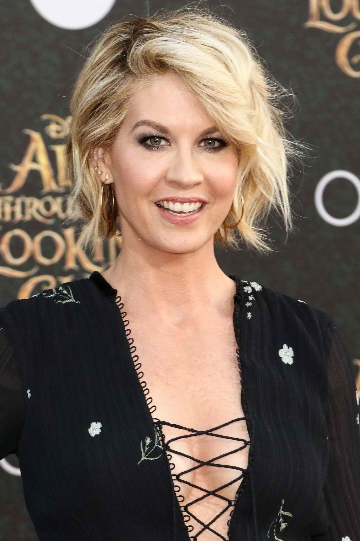 Jenna Elfman At Disneys Alice Through The Looking Glass Premiere In