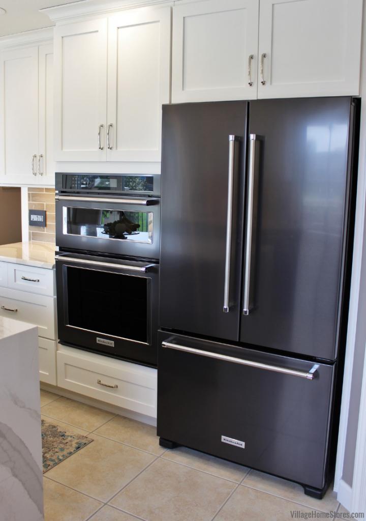 Remodeled Kitchen In Bettendorf Iowa With Kitchenaid Black Stainless Appliances Kitchen Des Kitchen Aid Appliances Black Stainless Appliances Kitchen Remodel