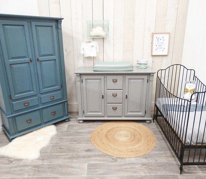 Stoere Babykamer In Grijsdonkerblauw Bestaande Uit Een
