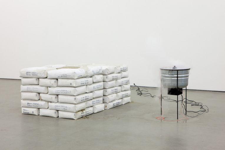 Nina Canell, Perpetuum Mobile (2400 KG), 2009, Photo: Art Association, Fred Dott