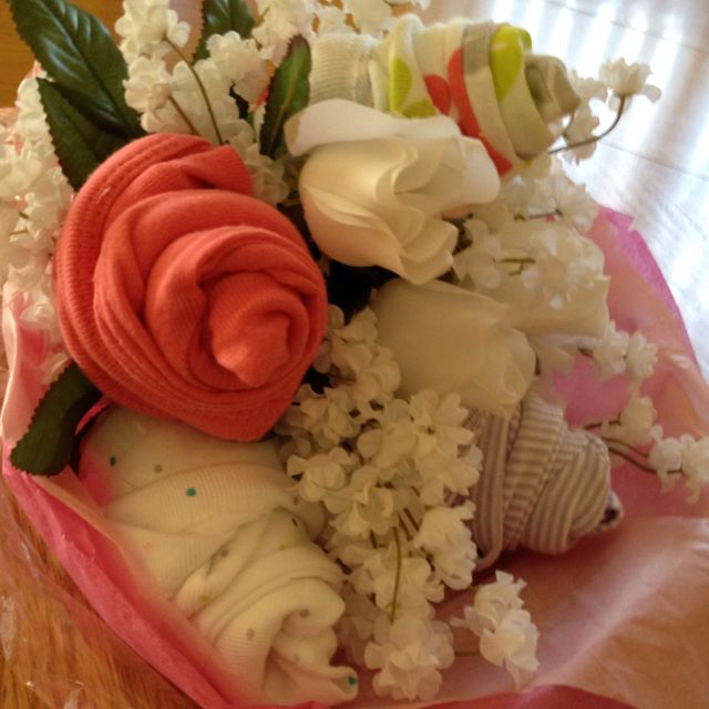 Baby Bouquet made with 5 onsies and fake flowers | Baby Gifts ...
