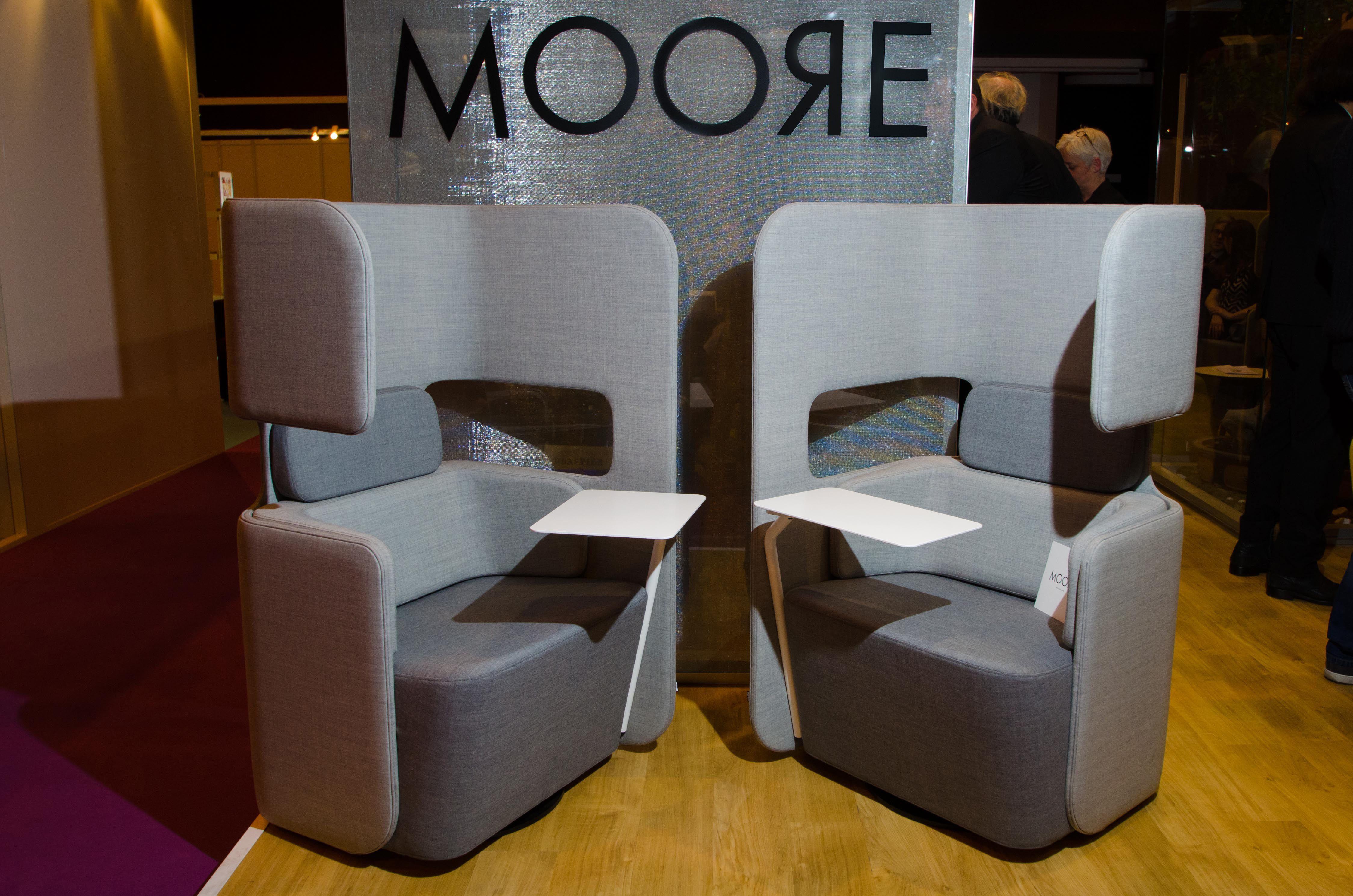 alc ve individuelle pod seat de martela fauteuil avec tablette int gr e bureaux expo 2014. Black Bedroom Furniture Sets. Home Design Ideas