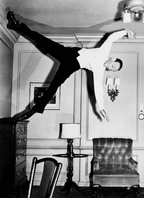 Thumbs Up Royal Wedding  Fred Astaire Dances On The Walls And Ceiling