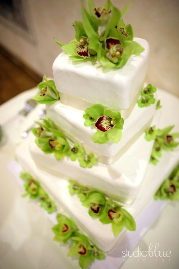 Green wedding color | Wedding Cakes and Dessert | Pinterest | Green ...