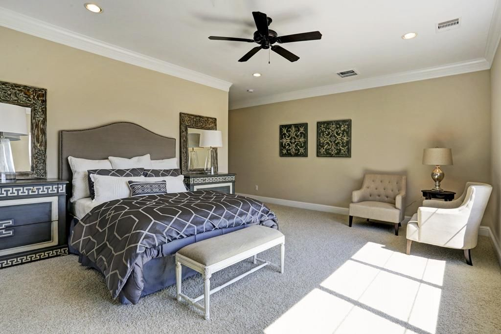 Best Luxurious And Spacious Master Suite Features Crown Molding 640 x 480