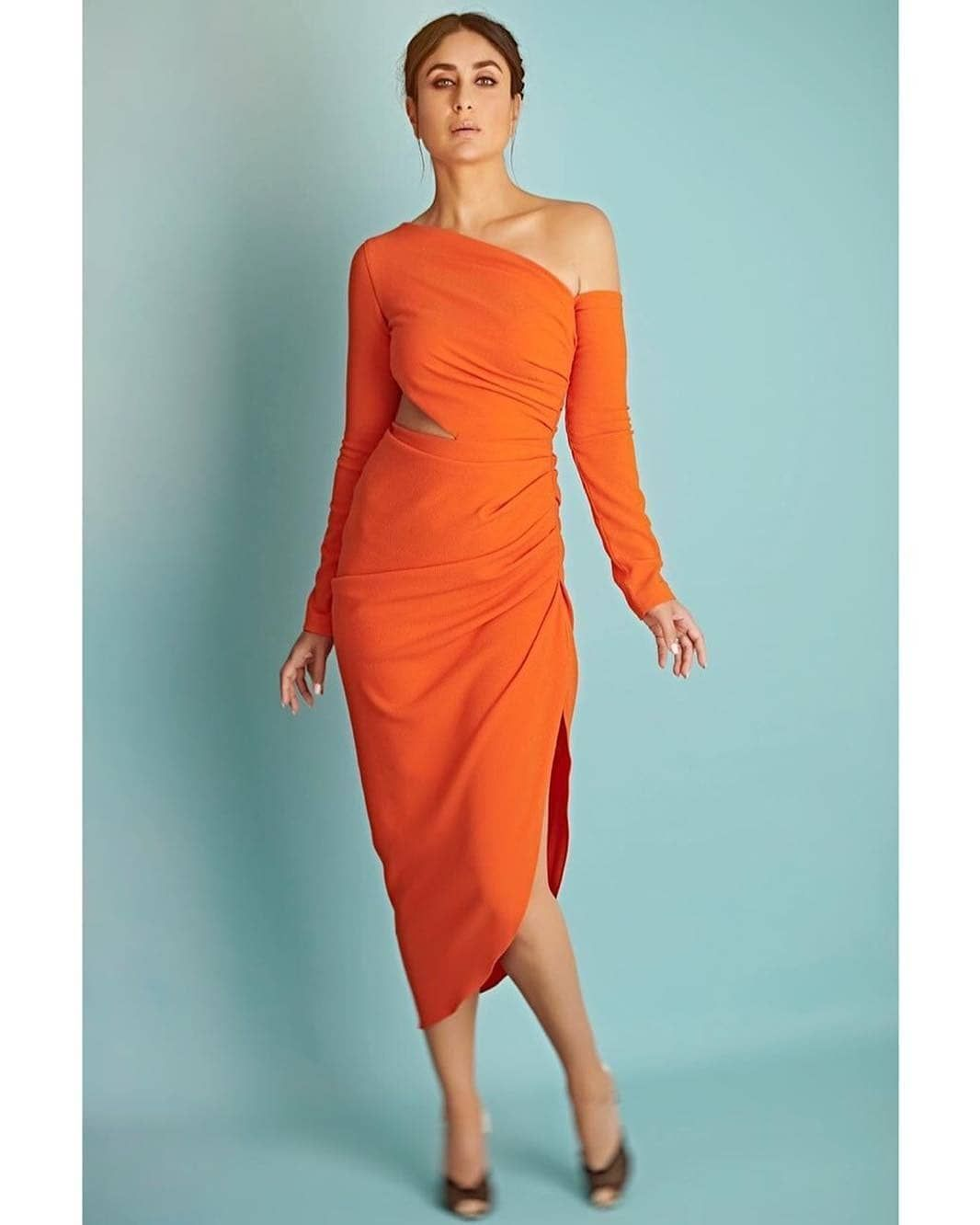Kareena Kapoor Khan Embraces A Cheerful Orange Number By Gauri & Nainika For The Episode Of DID and Takes Our Breath Away - HungryBoo
