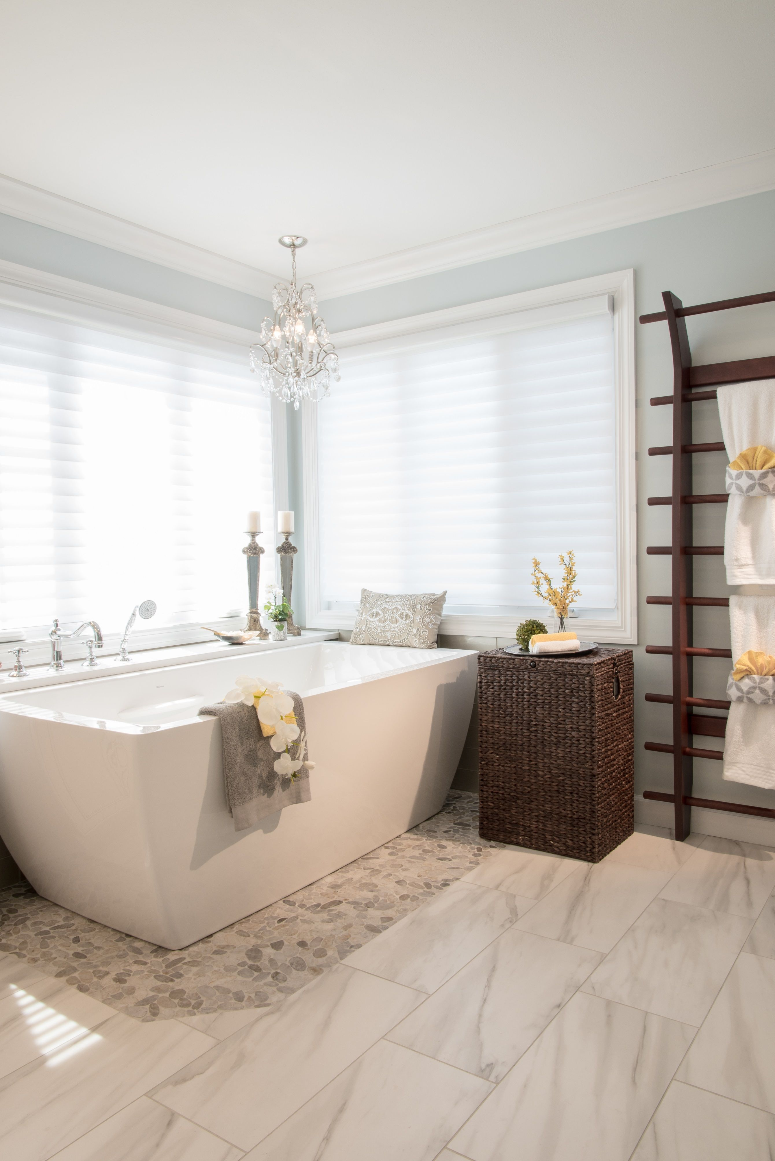 The Subtle Pops Of Yellow Look Great In This Bathroom Remodel Design Visit Our Website To See More Dunajcik Master Bath From Designer Lindsey
