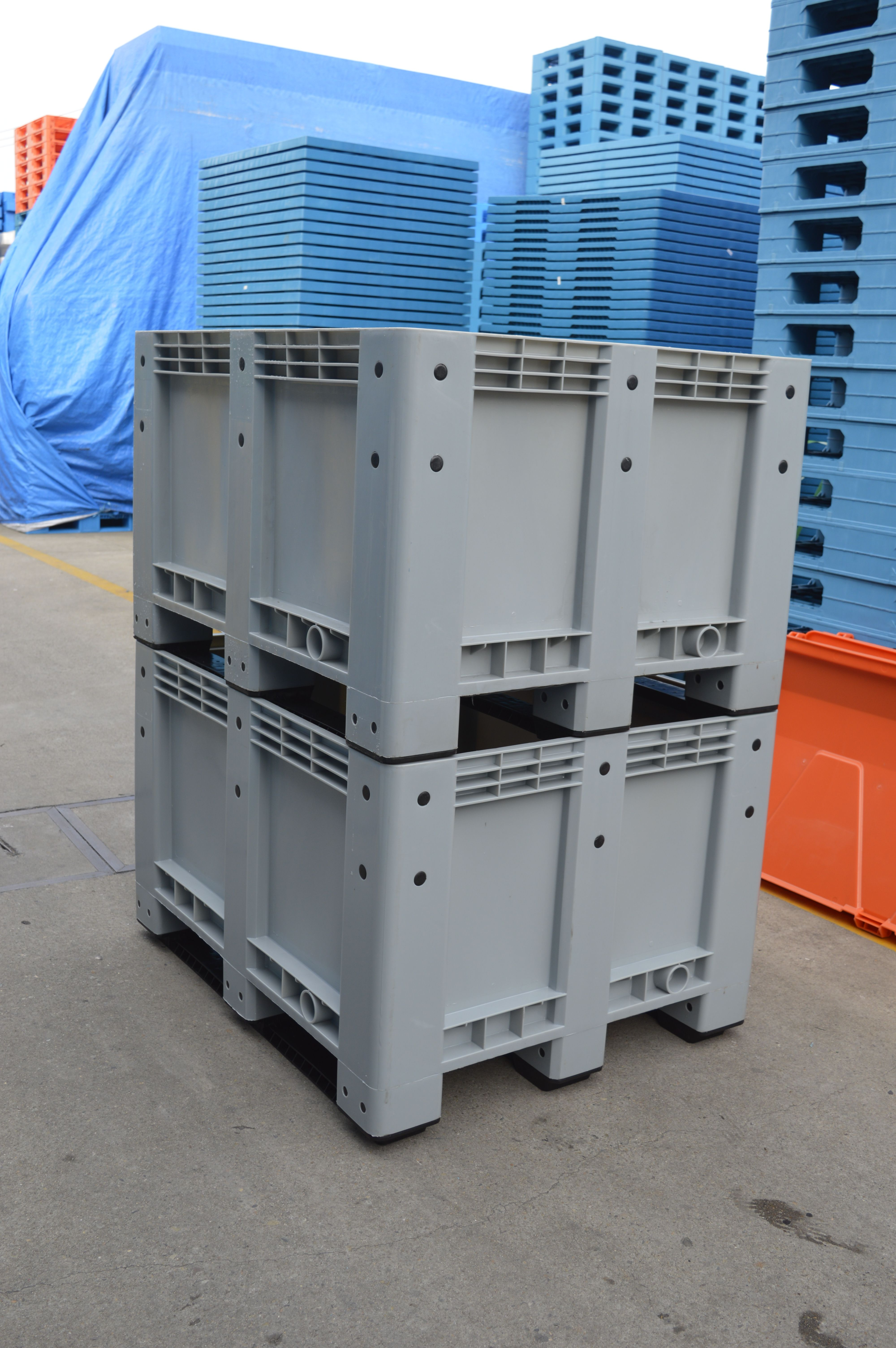 Bulk storage container big size stackable solid plastic