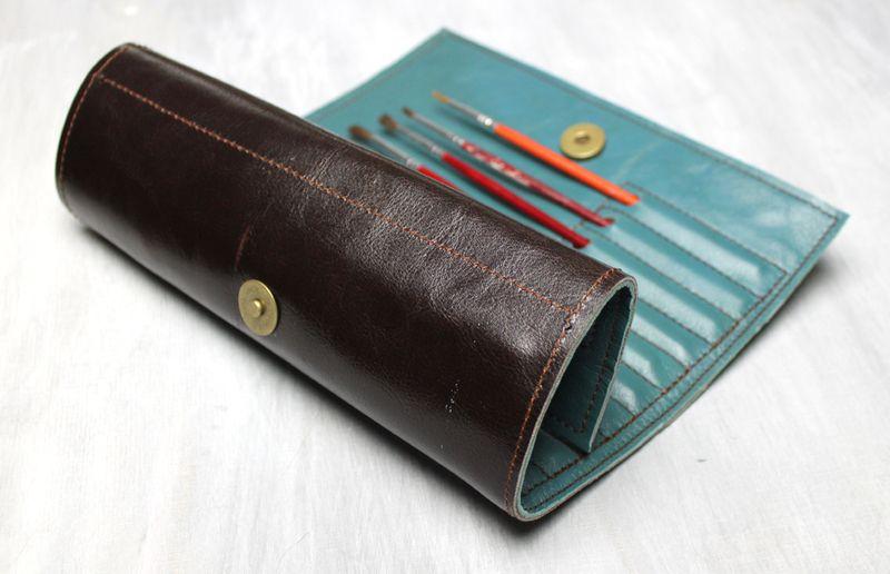 Pinselrolle aus Leder in dunkelbraun von Meyburg auf DaWanda.com