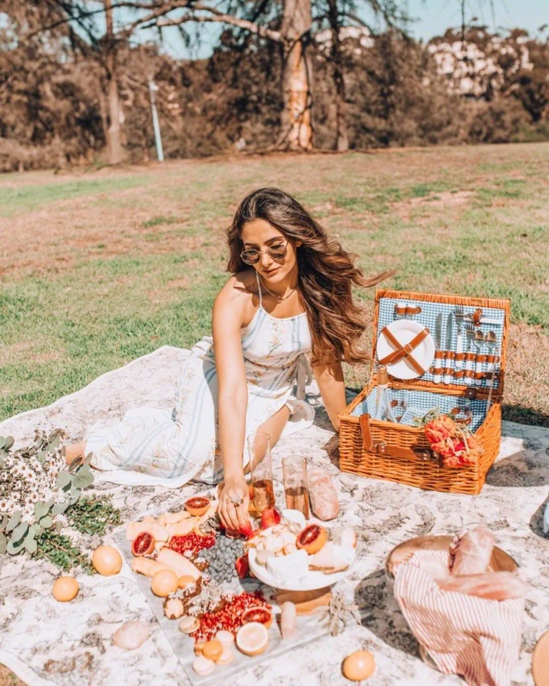 907 Likes 52 Comments Ruby Thatgemruby On Instagram Decided To Have A Little Picnic Shoot With My Bestie Picnic Photography Picnic Picnic Inspiration [ 1350 x 1080 Pixel ]