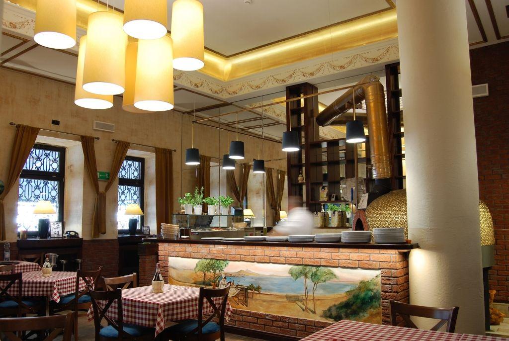 Elegancka Restauracja I Wykwintna Kuchnia O Sole Mio To Kwintesencja Wloskiego Stylu I Smaku Projekt Wnetrza Pracowni A Design Table Decorations Interior