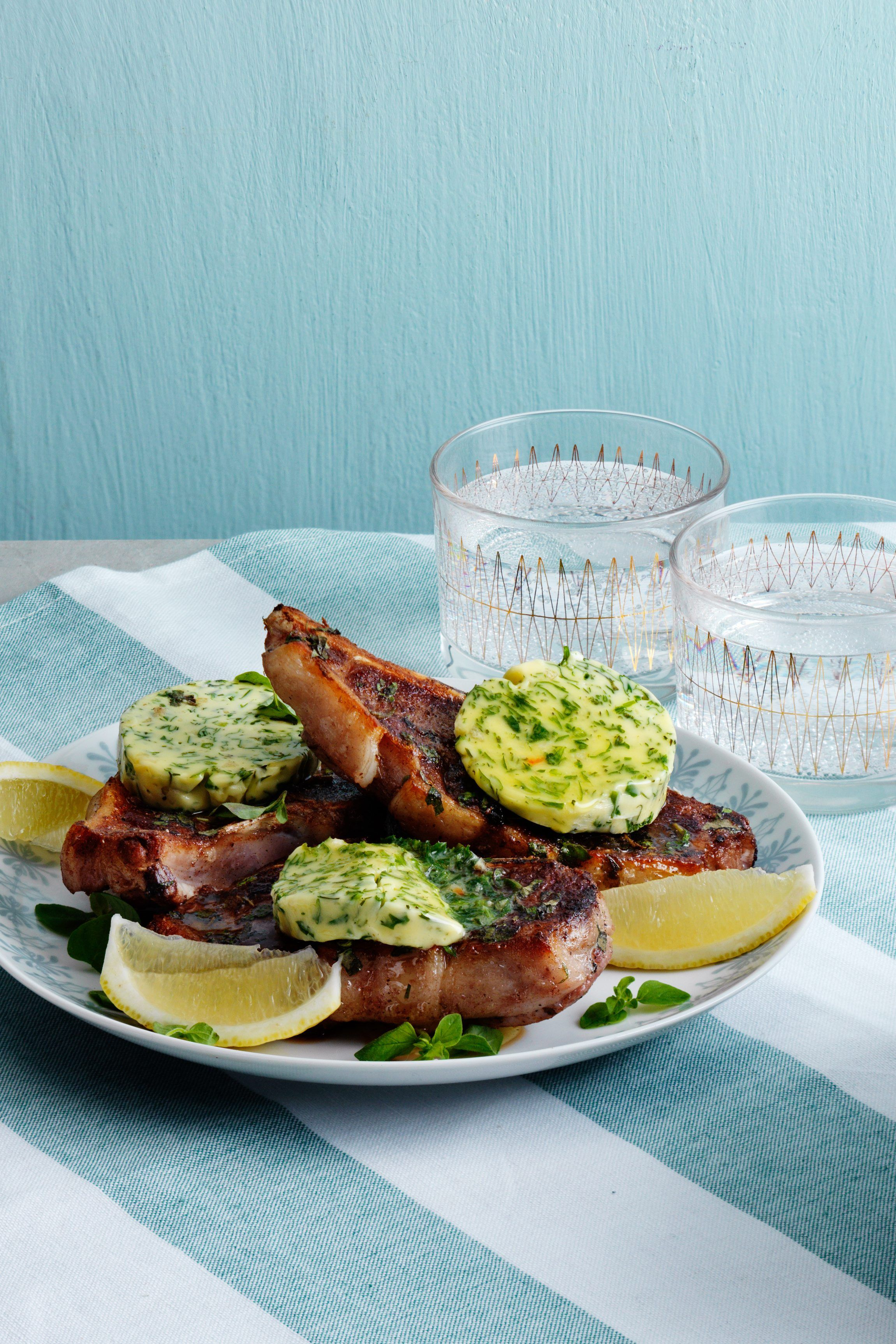 A truly delicious, yet very simple, meal. Fried lamb chops with herb butter and lemon tastes heavenly. If you don't like lamb, you can use pork or beef.