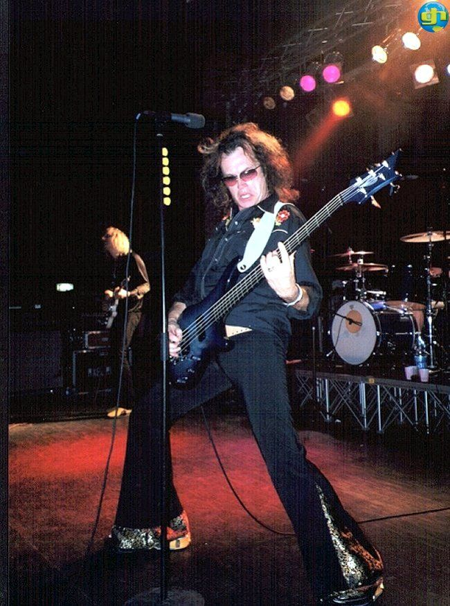 @glennhughes LIVE onstage w/ Hughes Turner Project at Discoteca 041 in Venice, Italy ~ SEPTEMBER 2002.