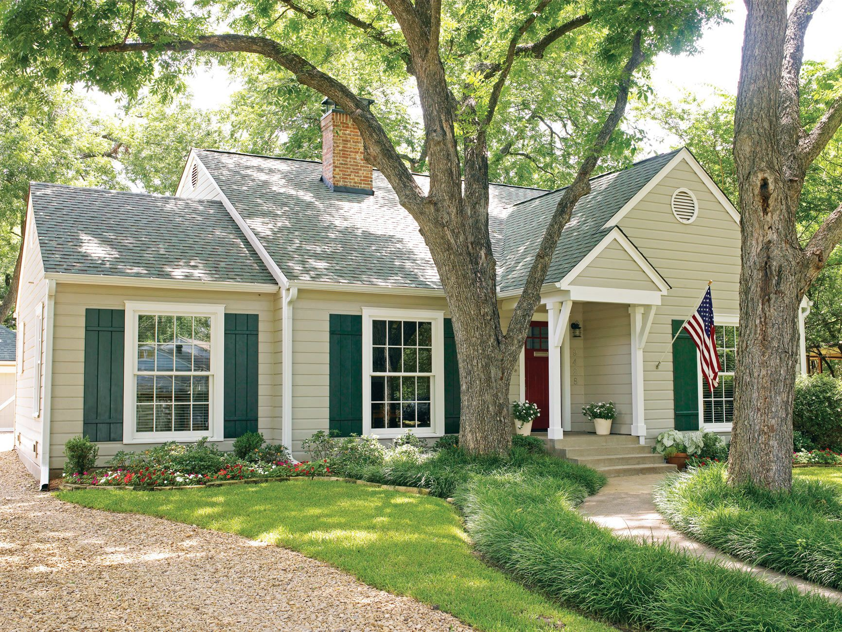 22 Ideas To Steal From Our Favorite Ranch Style Homes In 2020 Exterior Door Colors Exterior Paint Colors For House Green Shutters