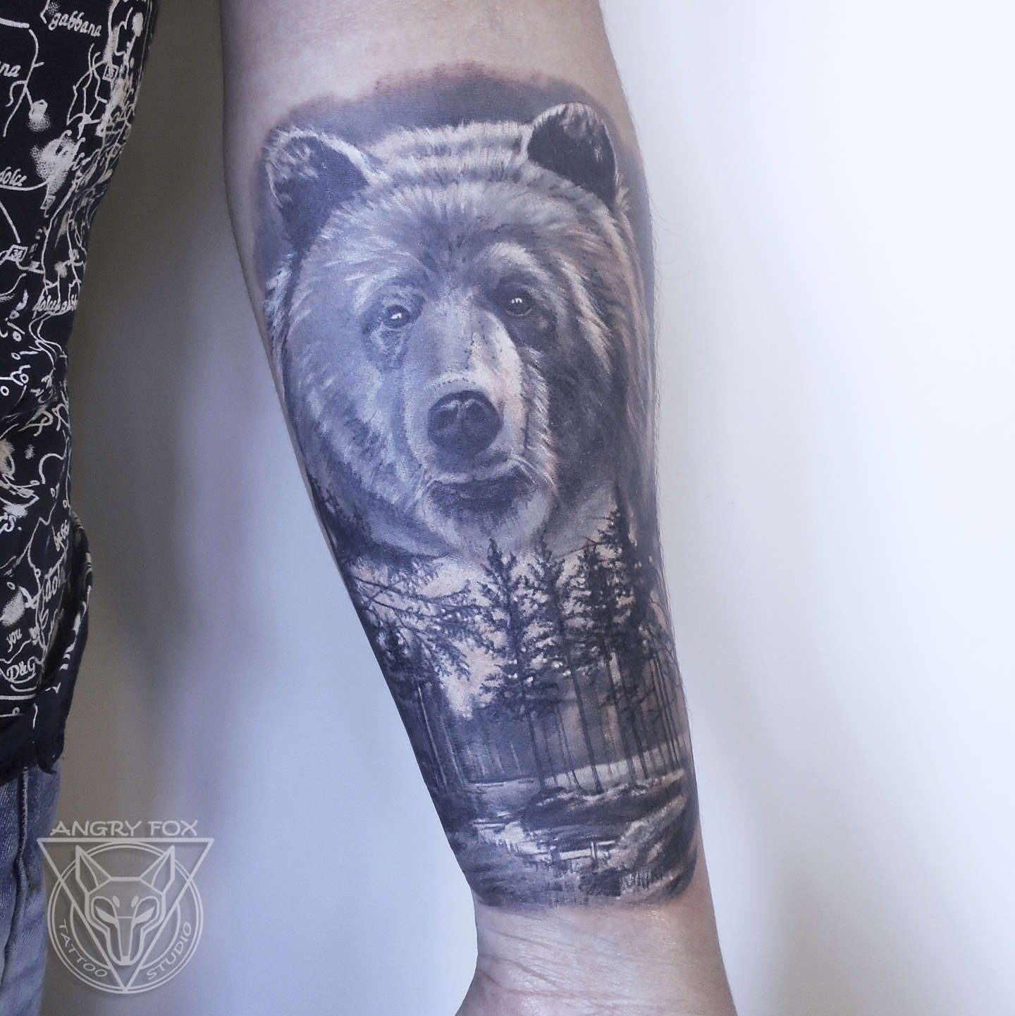 Tatyana Kirpichova… | Tattoos | Bear tattoos, Animal ...