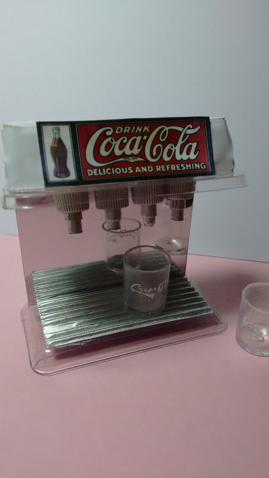 Mi mundo de miniatura: Dispensador CocaCola retro
