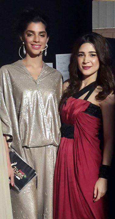 Sanam Saeed and Ayesha Omer looking SUPER in Sana Safinaz at the HUM ...