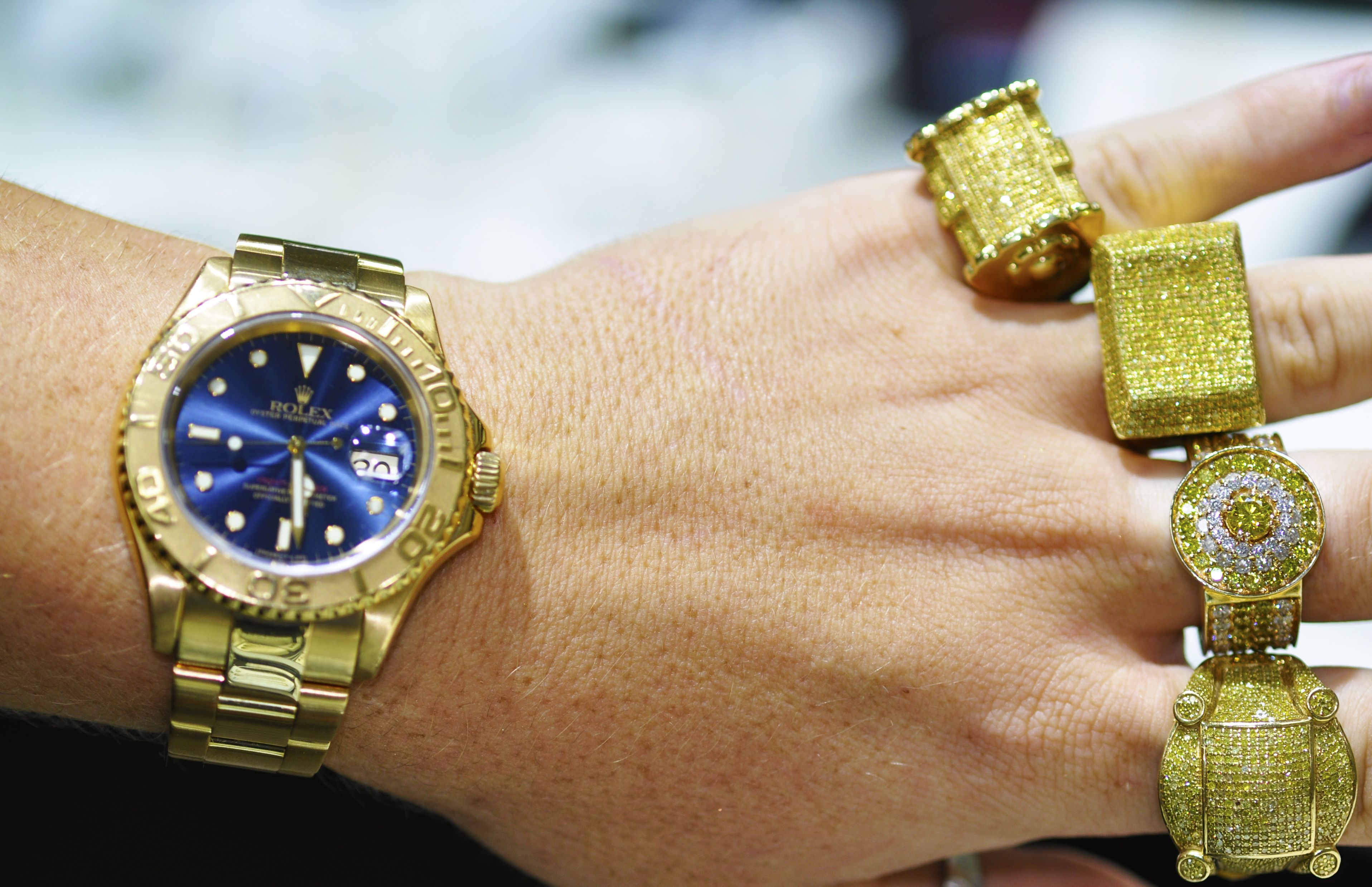 #MCM Who has a man with the swag in their style to wear ring bling with their ROLEX!? bit.ly/1y5HvKX
