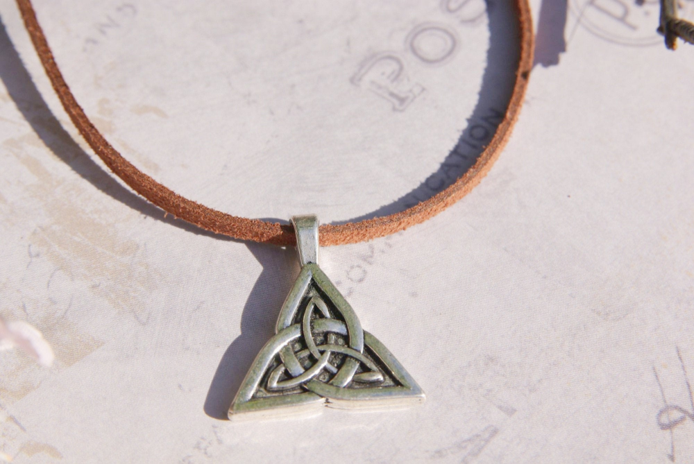 Celtic Knot Triquetra Circle Charm Pendant Choker Necklace Silver Chain Cord