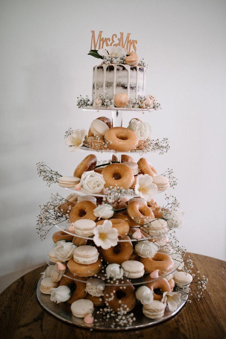 Donut und Macaron Hochzeitstorte   – Wedding saving – #Donut #Hochzeitstorte #Ma…