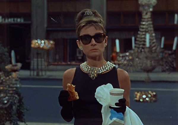 15 Joyas Emblematicas De La Historia Del Cine Estilo Trajes De Peliculas Desayuno En Tiffanys Moda