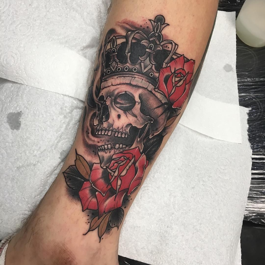 Neo Traditional Skull With Crown And Roses By Davide Trifoni Who Specialises In Unique Custom Neo Traditional Colo Trendy Tattoos Unique Tattoos Sleeve Tattoos